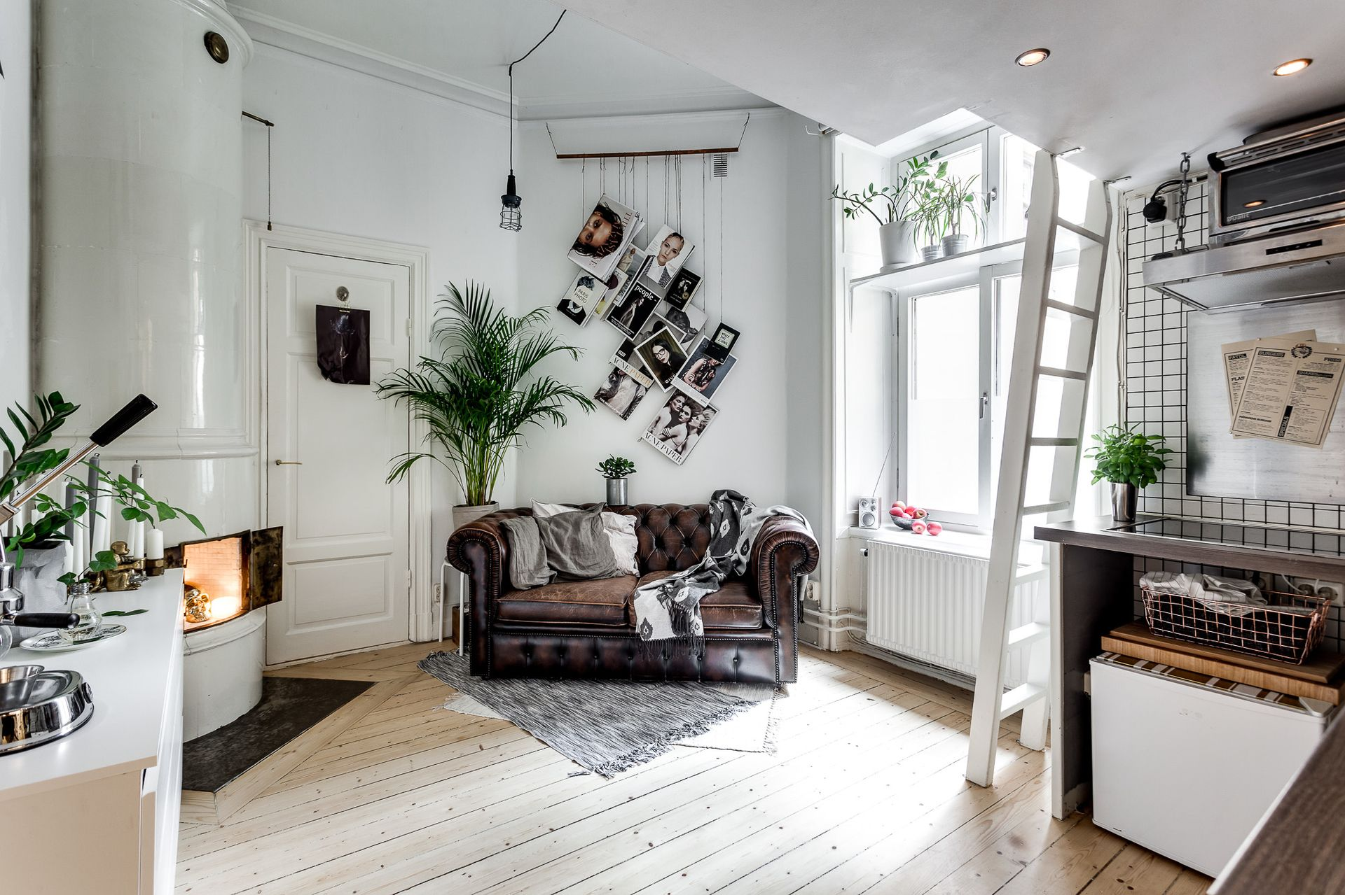 Superbe A Cool Tiny Studio Apartment With Chesterfield Sofa And Loft Bed