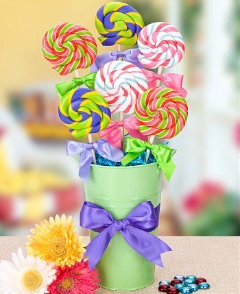 A table centerpiece which doubles instead of a party bag, each guest takes a lollypop home. NorahX