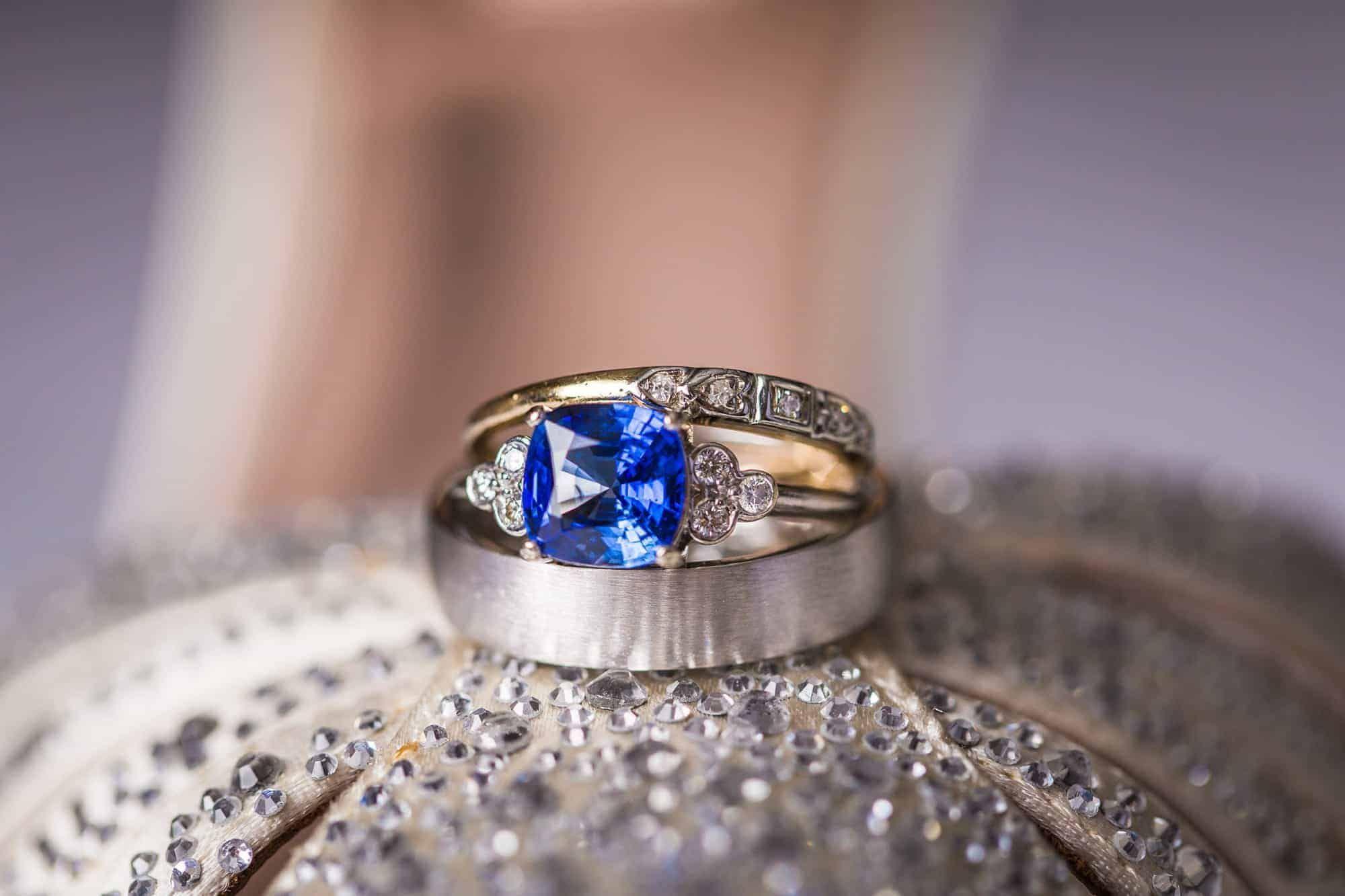 بالصور خواتم خطوبة بأحجار ملونة للعروس العصرية Wedding Ring Photography Rings Ring Shots