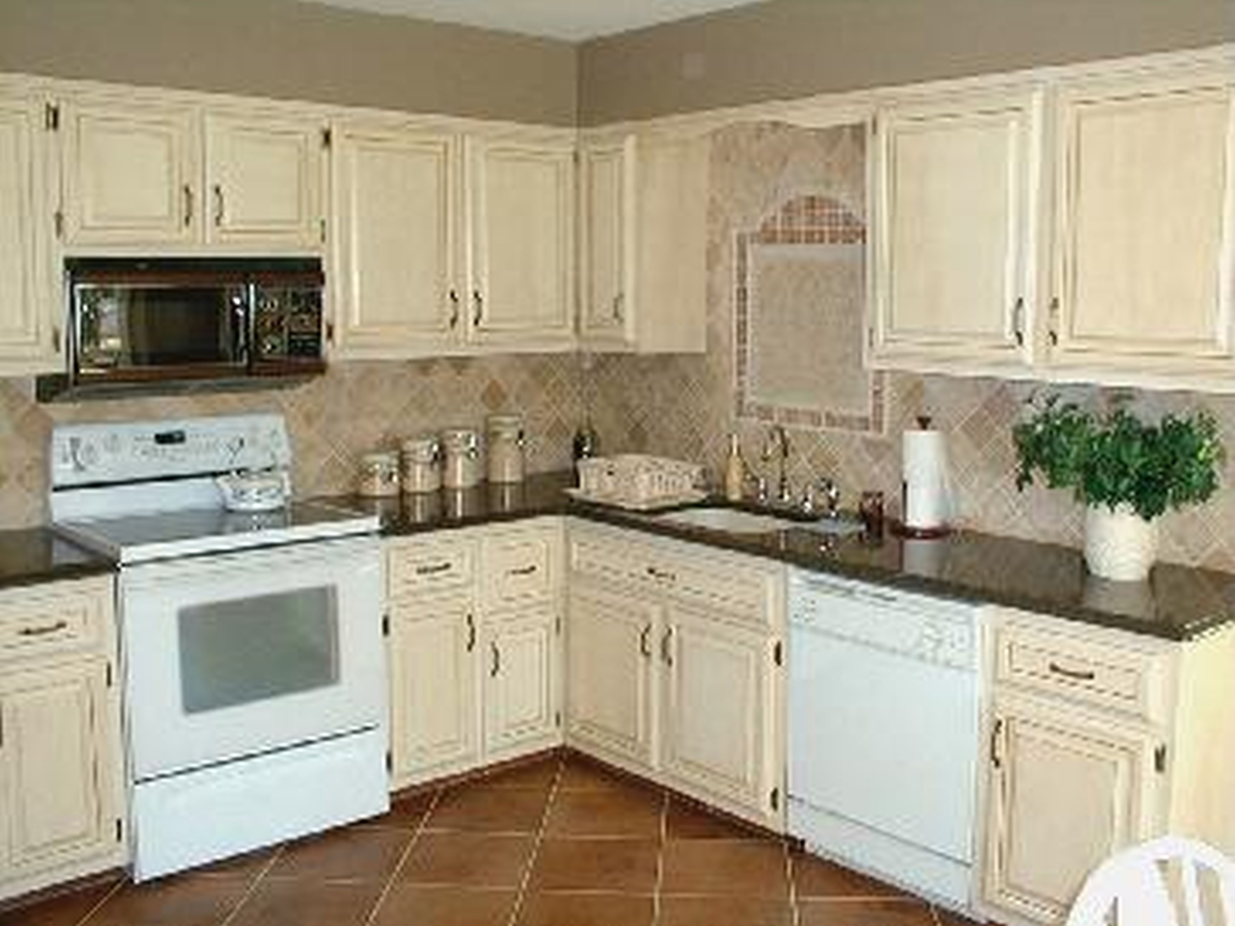 CoolKitchenColors2015InsightInspiringSubwayTile