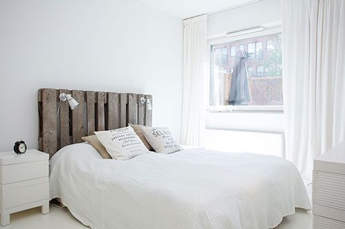 Witte slaapkamer met een rustieke sfeer | slaapkamer | Pinterest ...
