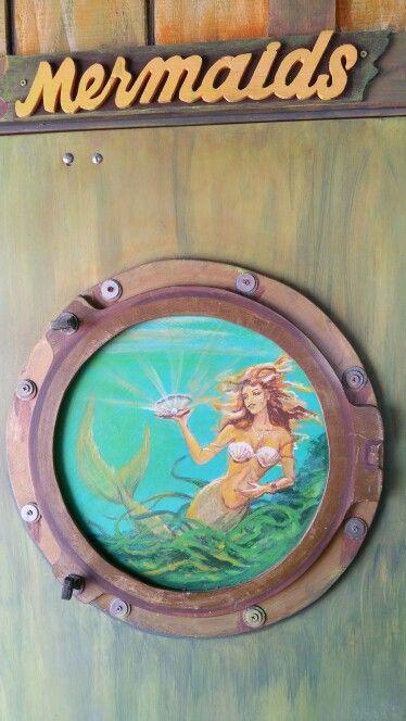 Porthole painting,crabby joes