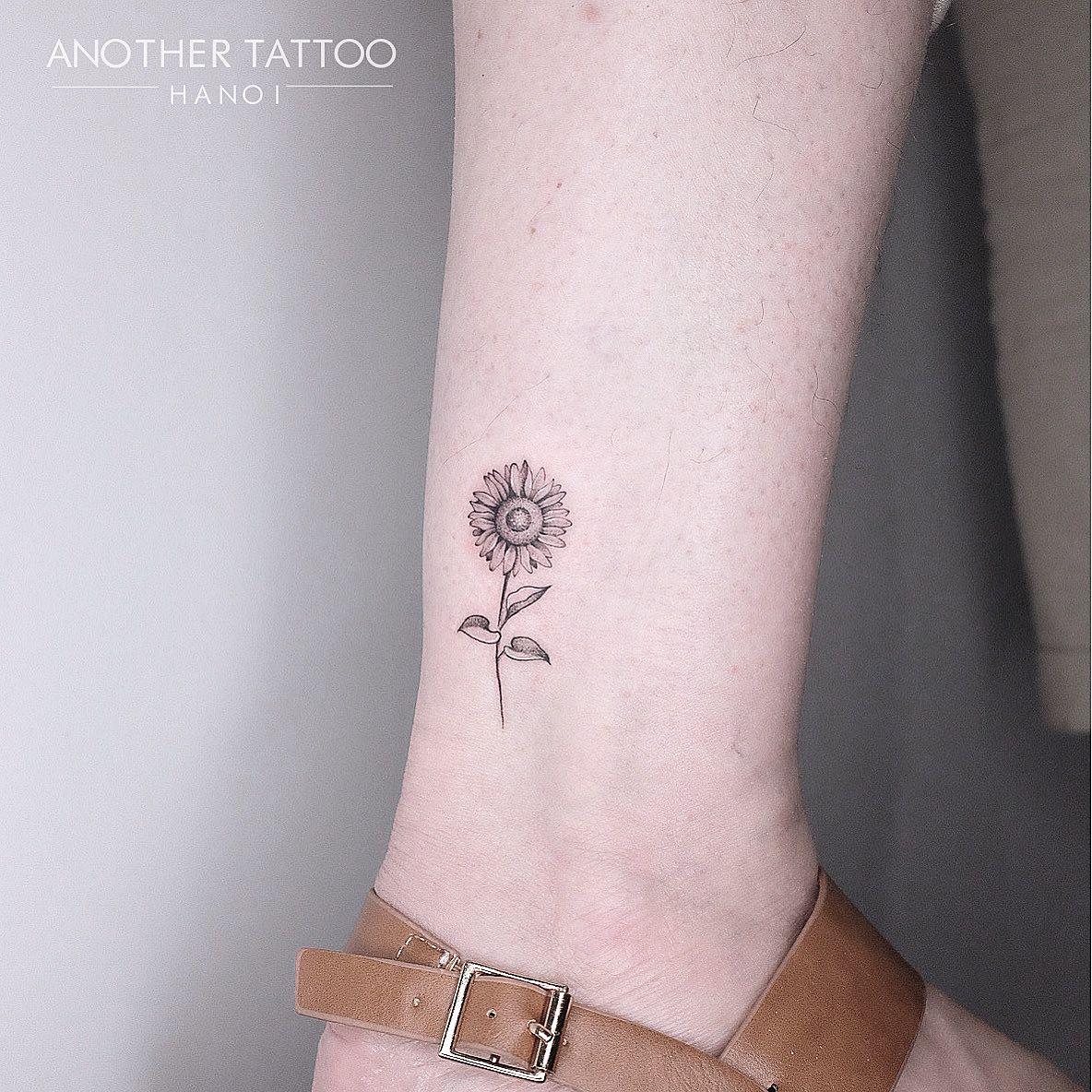 Photo of Tiny sunflower tattoo