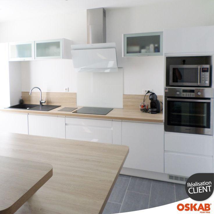 cuisine scandinave blanche brillante avec plan de travail en bois clair ilot id es pour la. Black Bedroom Furniture Sets. Home Design Ideas