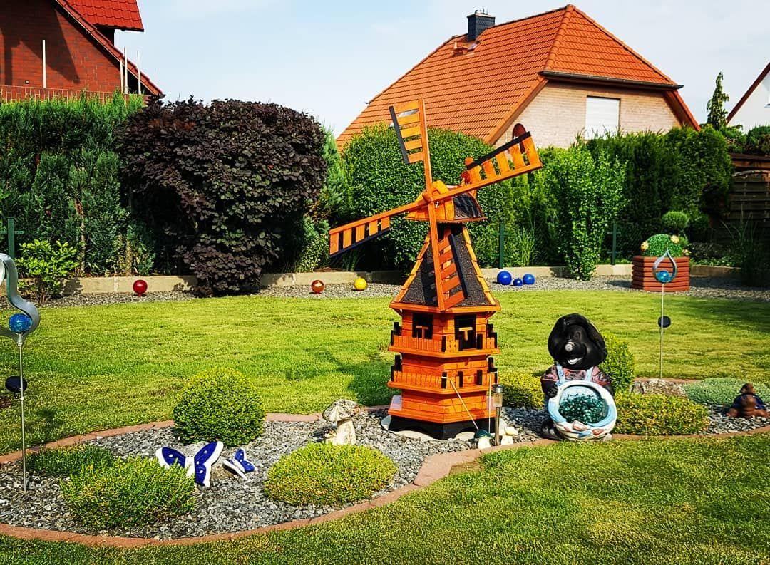 Zuhause Im Grunen Habt Ihr Auch Einen Garten Oder Sogar N Schrebergarten Garten Gartengestaltung Windmuhle G Garten Gartenbau Gruner Rasen