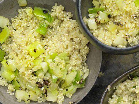 Leicht, locker und nussig-aromatisch: Quinoa mit Lauch und Fenchel | Kalorien: 272 Kcal - Zeit: 25 Min. | http://eatsmarter.de/rezepte/quinoa-lauch