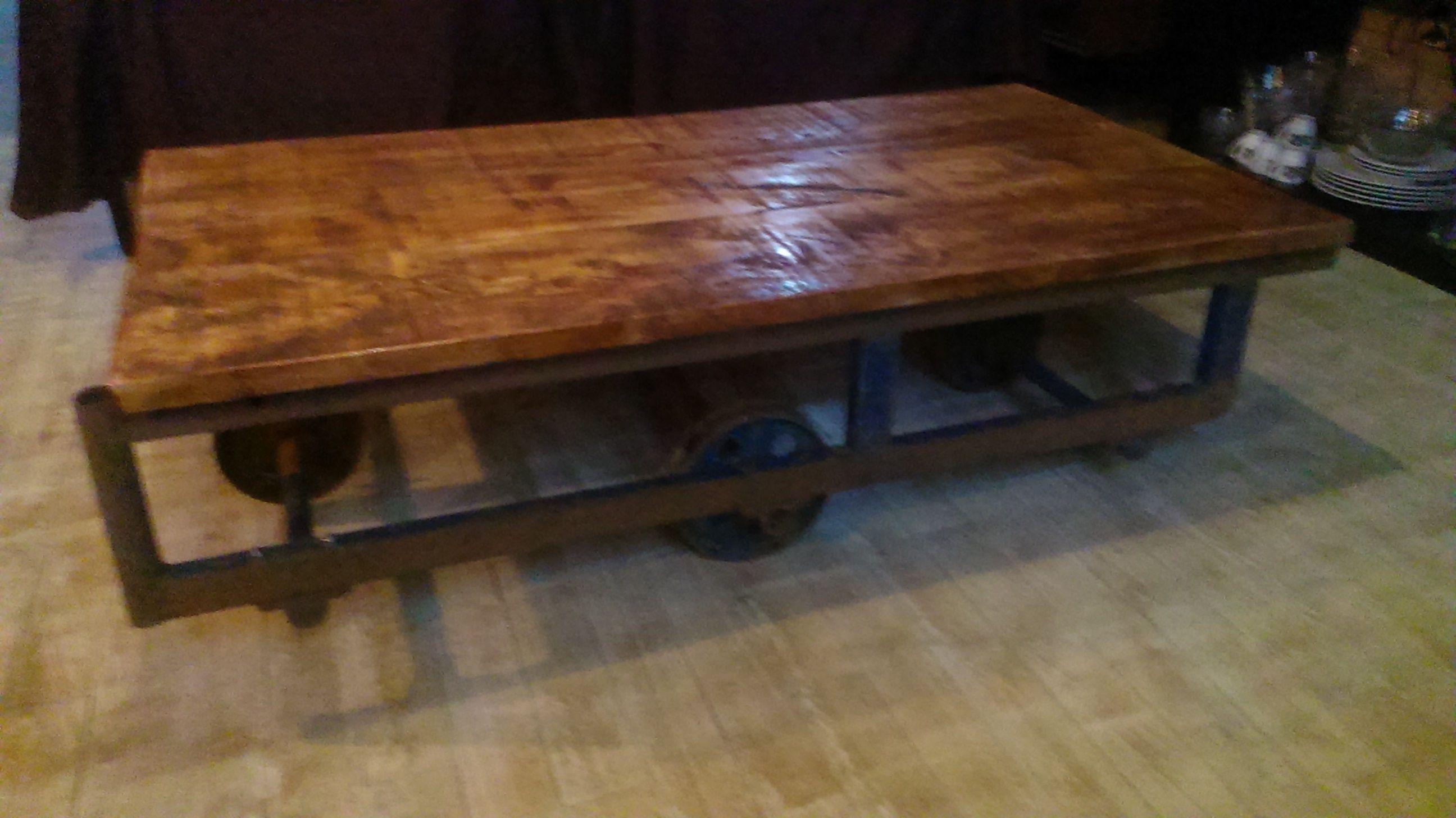 Du Bois Du Fer Du Vernis De L Huile De Lin Et Hop Une Superbe Table Basse Mobilier De Salon Table Basse Bois