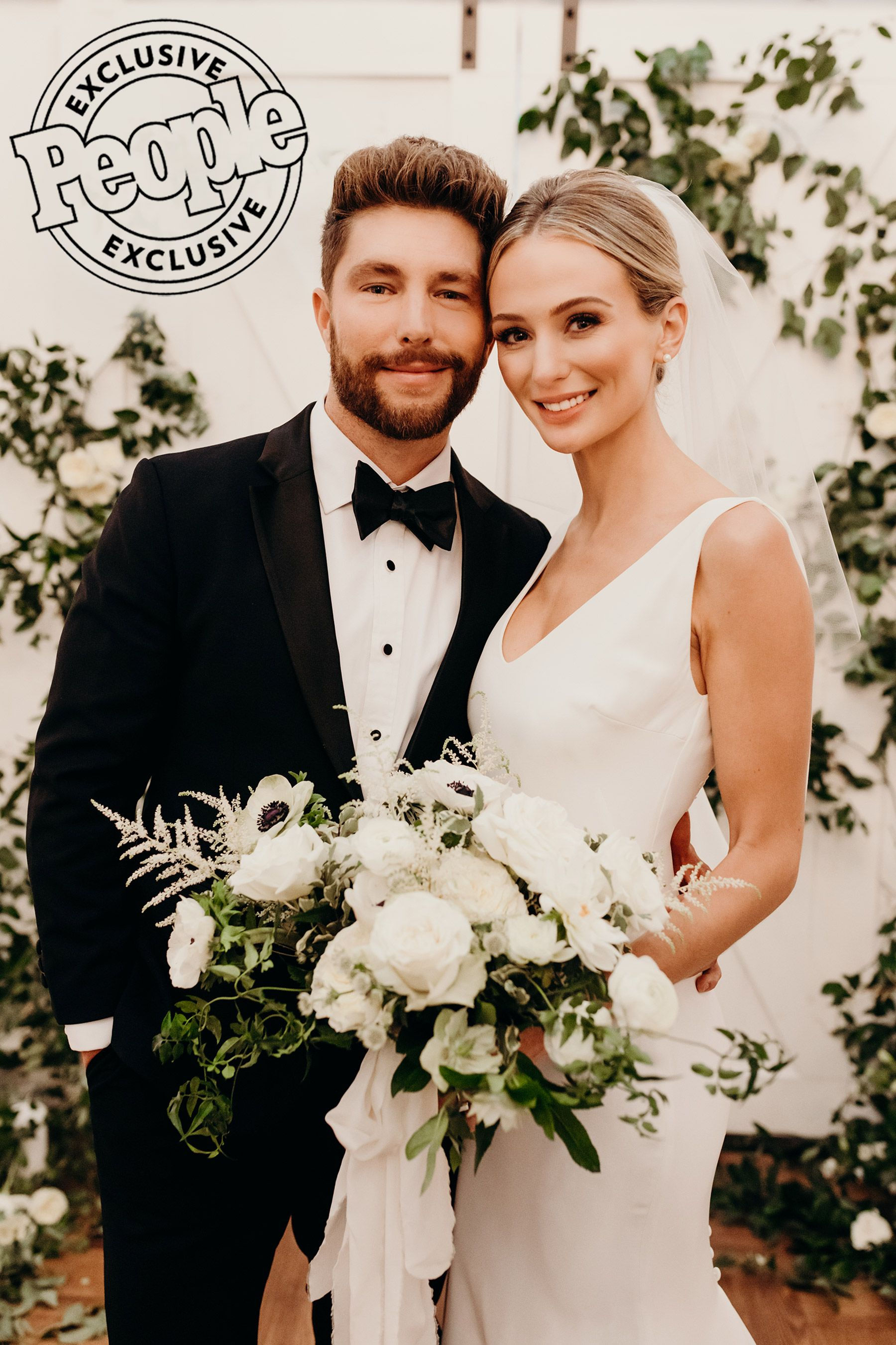 Photo of They are married! Chris Lane and Lauren Bushnell exchange vows after whirlwind engagement