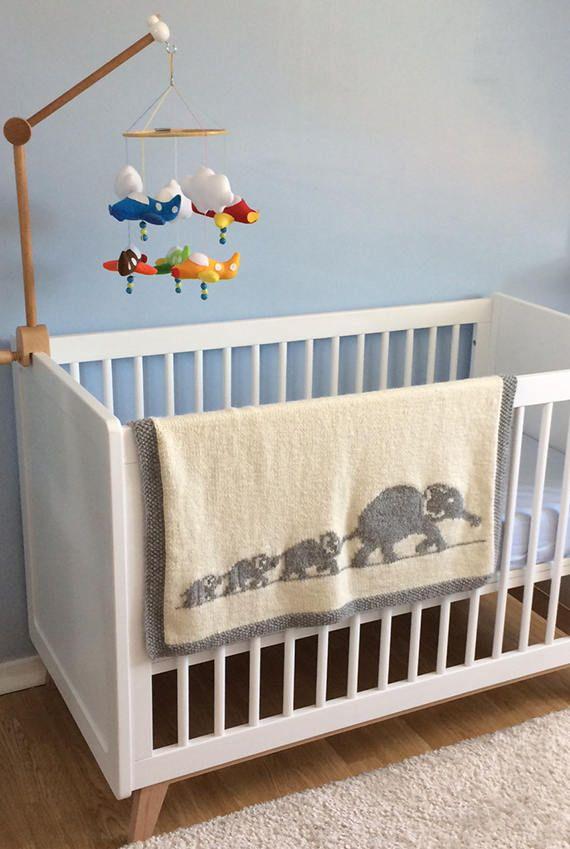 Elephant family blanket   Pinterest   Babydecken, Elefanten und Deckchen
