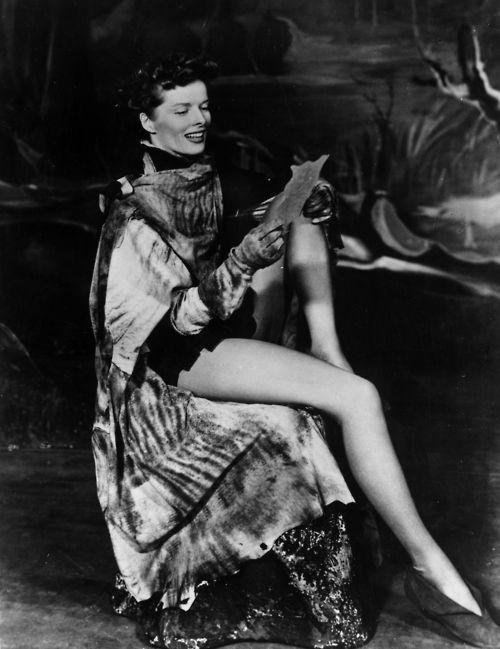 kate had some long legs katharine hepburn katharine hepburn audrey hepburn classic actresses. Black Bedroom Furniture Sets. Home Design Ideas