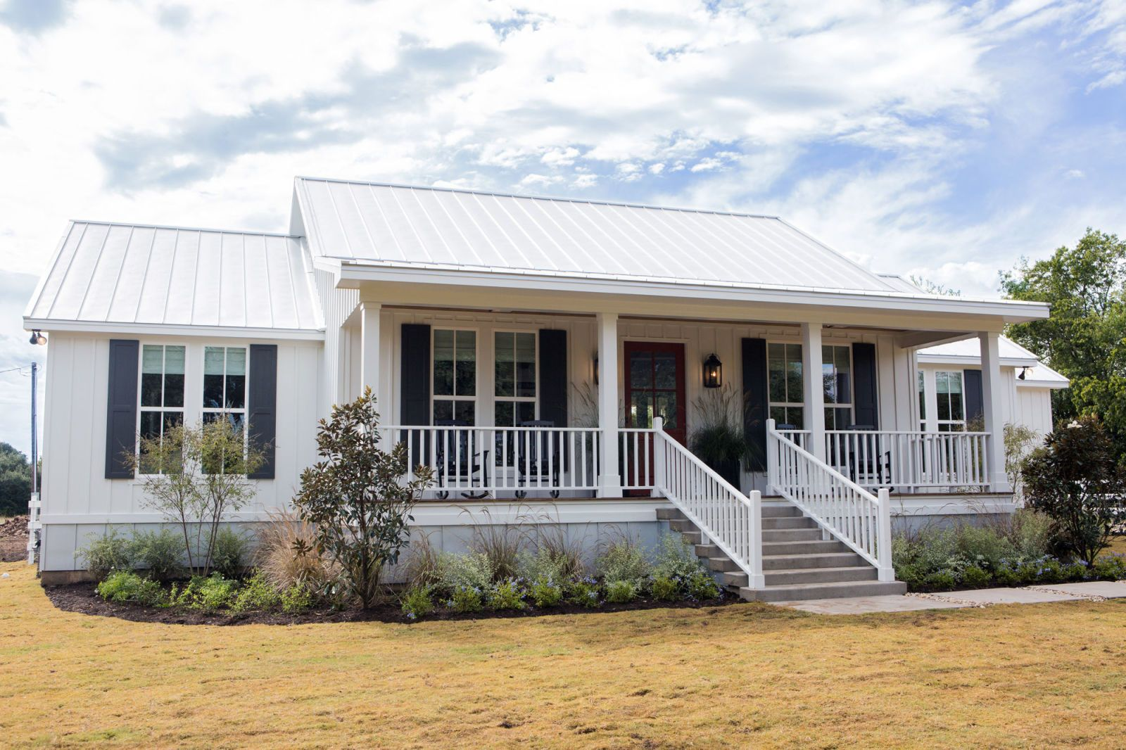 Joanna Gaines Transformed This Crumbling Shack Into A Gorgeous Farmhouse Fixer Upper House House Exterior Fixer Upper