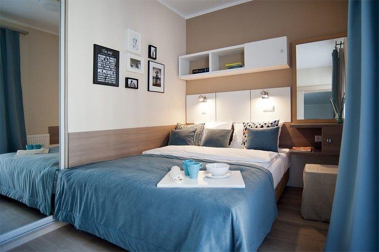 Wohnungseinrichtung Ideen Schlafzimmer  Beige Wandgestaltung Kleiderschrank Spiegeltueren Schminktisch