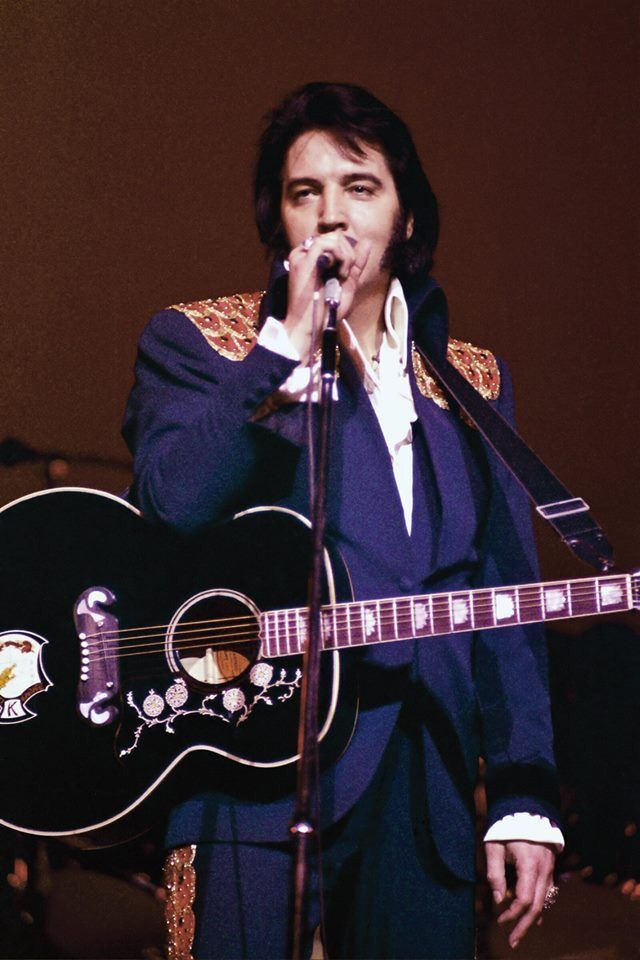 Elvis Presley Performing In Las Vegas Nv March 1975
