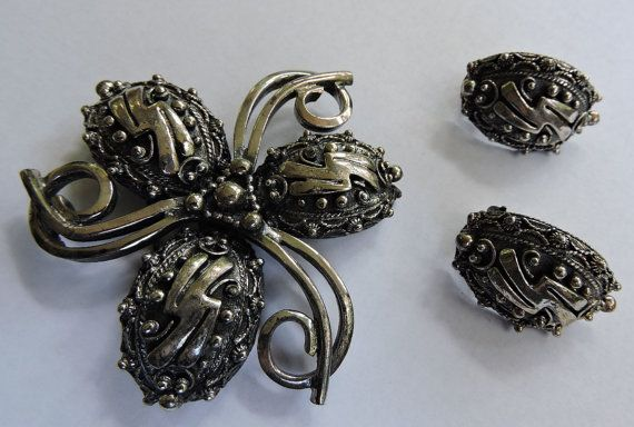 Vintage Botticelli Signed Clip On Earrings by toyhstreasures