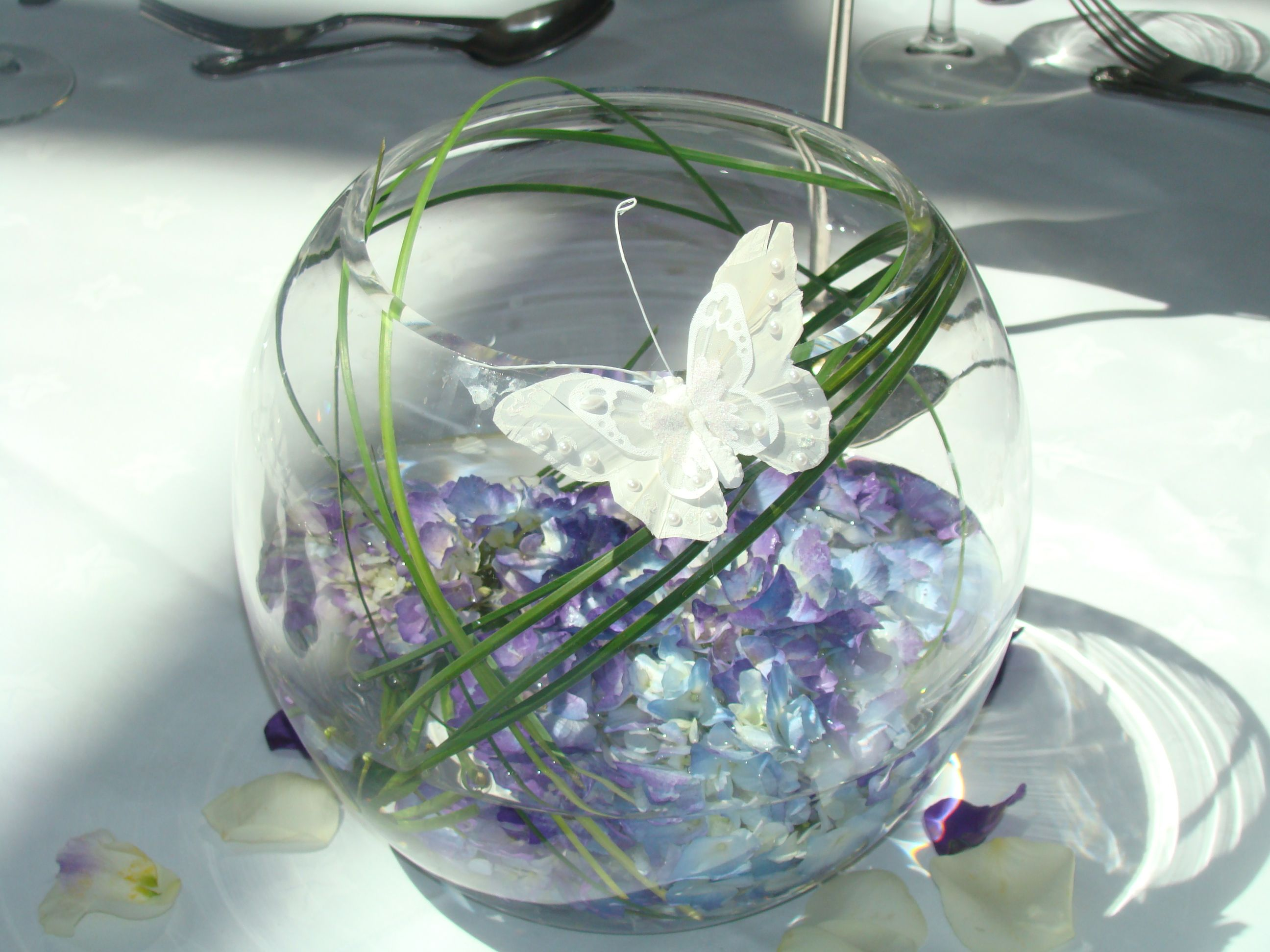 Decoration purple blue hydrangea white butterfly fish bowl