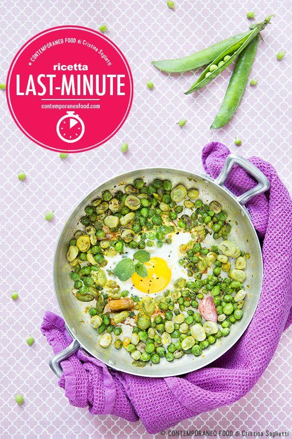 Le fave, piselli e uova al tegamino con curcuma e menta sono un piatto facile e veloce per un pasto leggero, sano ed equilibrato con verdure di stagione