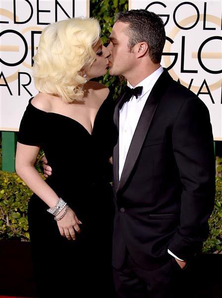 Nos encantó este beso tierno entre Lady Gaga y su prometido Taylor Kinney cuando…