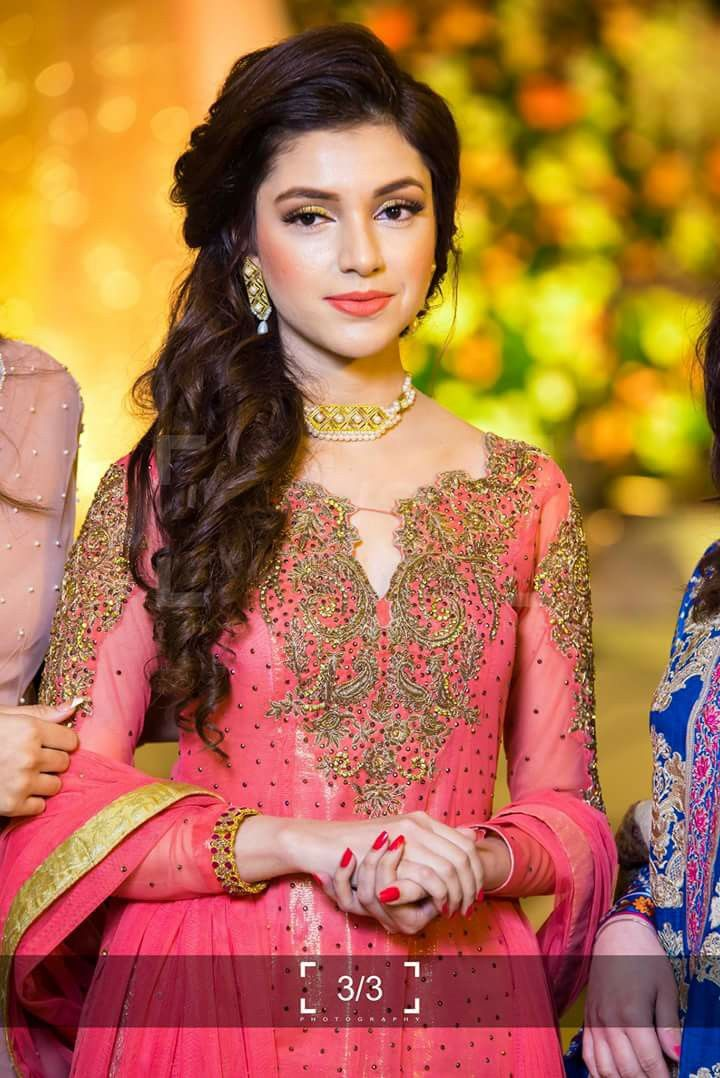 Makeup And Hairstyle Indian Wedding Hairstyles Hair Styles Engagement Hairstyles