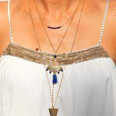 Collier long triangle en laiton brut (doré) & perles de lapis lazuli, bijou ethnique / Myo jewel