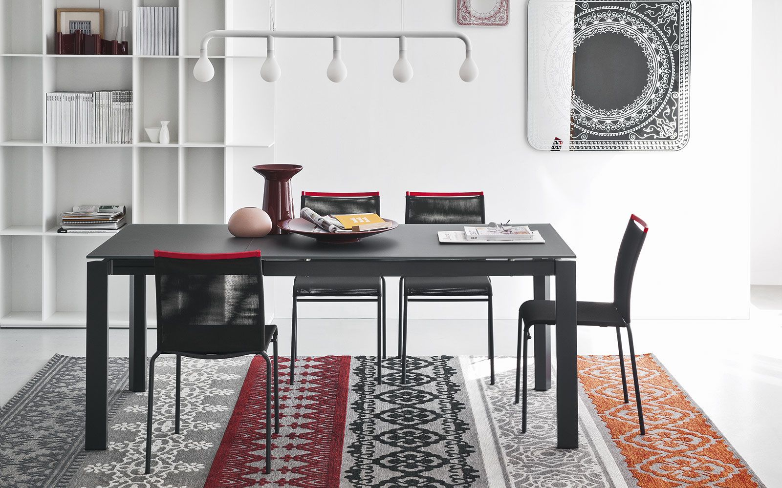 Ducas Table Legs Remain At The Corners So Guests Can Be Seated In Maximum Comfort Extension System Involves Pulling Out Frame And Rotating