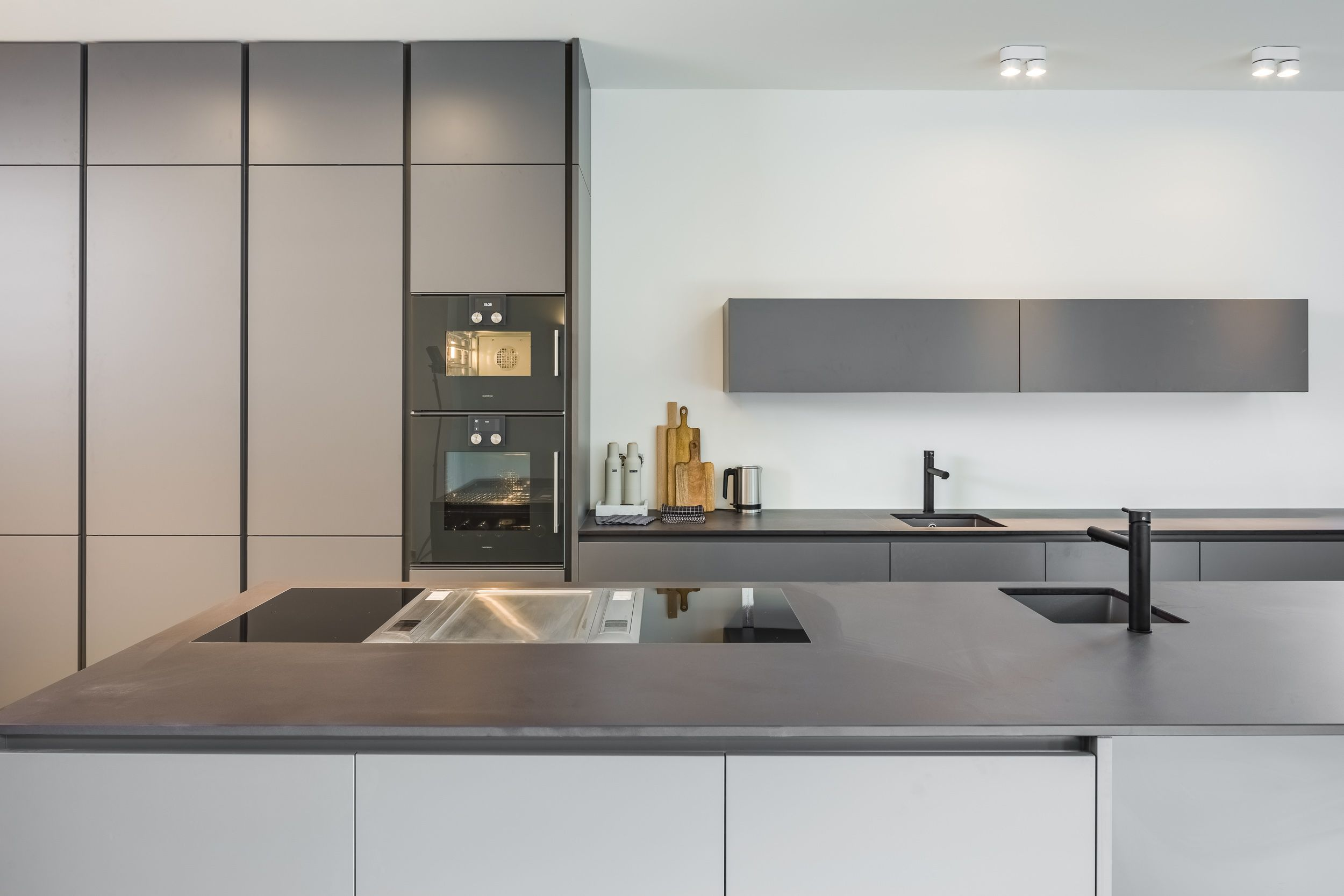 Bauhaus Moderne Kuche In Grau Innenturen Mit Glas Tur Mit Glas Innenglasturen