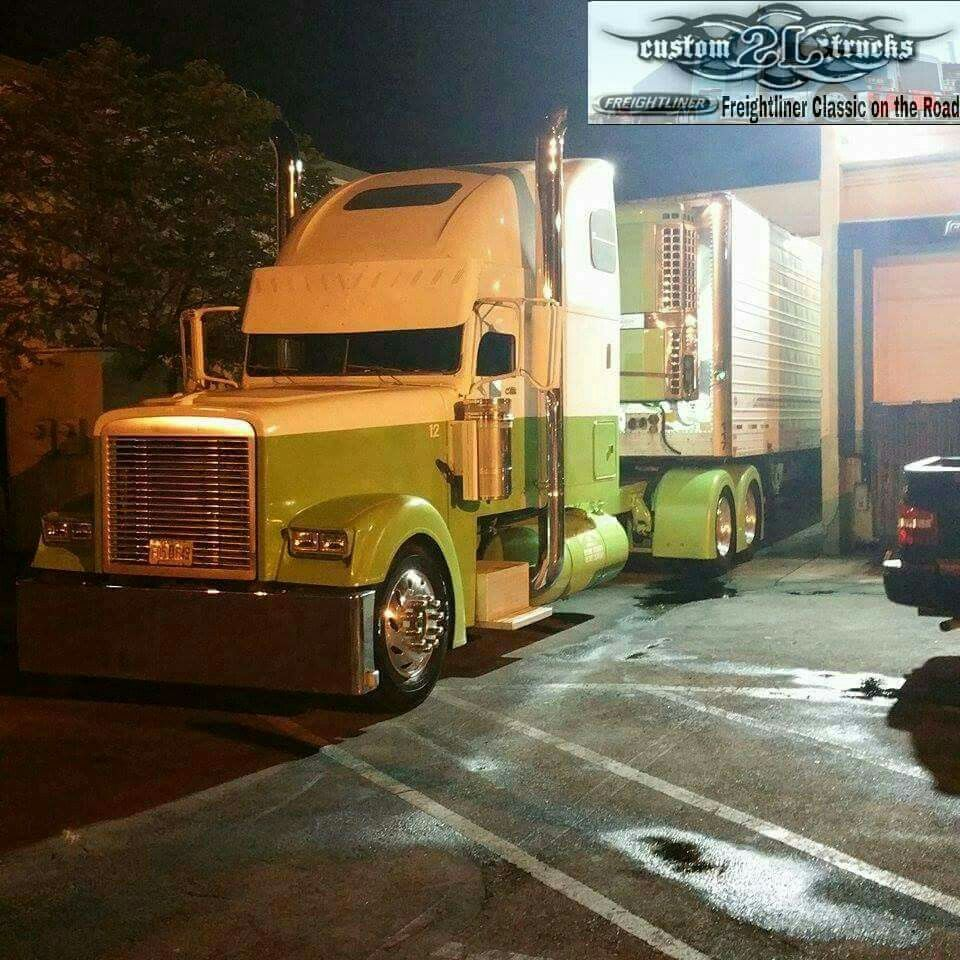 Stretched Out Classic Freightliner Trucks Freightliner Classic Custom Trucks