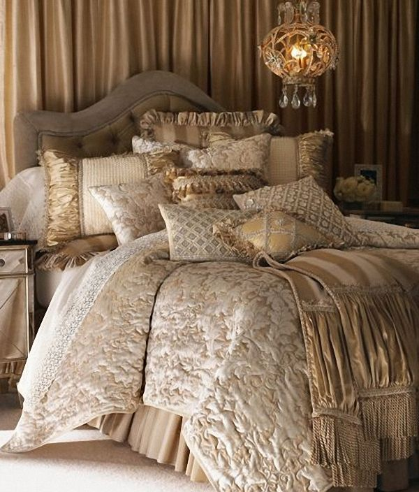 Elegant Bedroom Furniture Sets: Elegant Gold And Cream Comforter Set