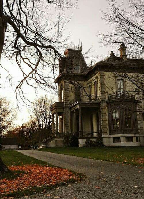 Haunted House All things Autumn Pinterest Haunted houses - halloween haunted house ideas