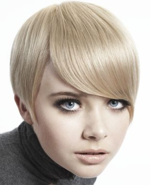 A short blonde straight 60s hairstyle by Aesthetics | Hair Crush ...