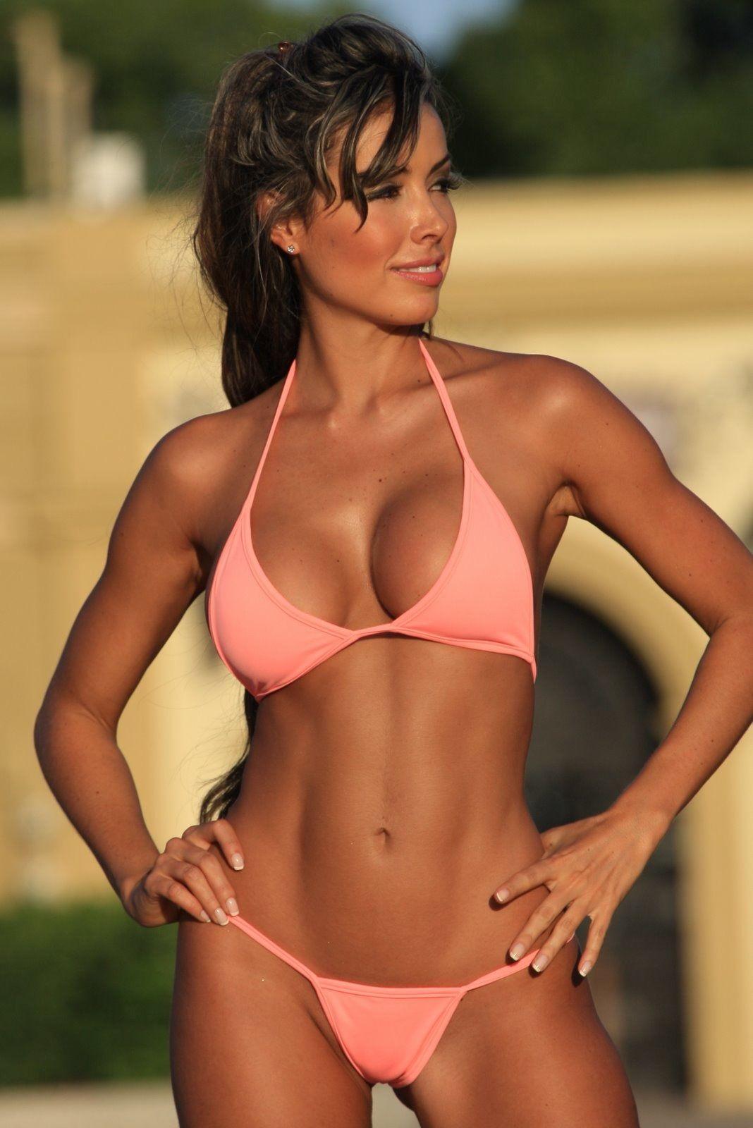 Fitness Kvinner I Strengbikini