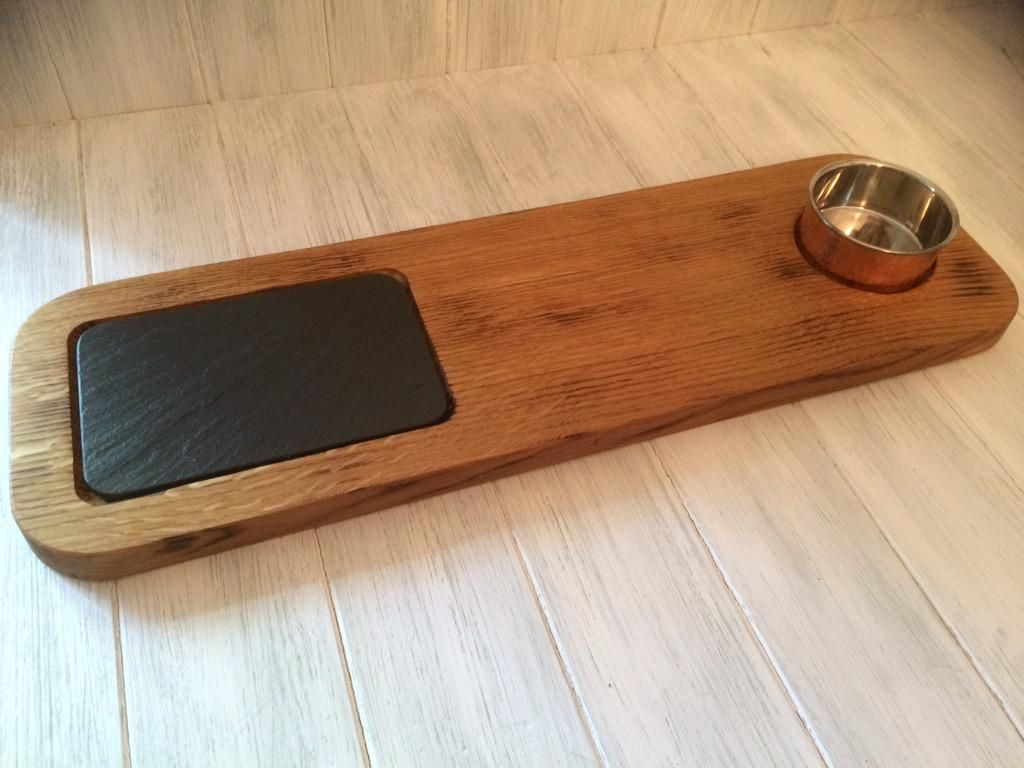 Good news! Our fab wood and slate serving board is now available to buy online!  http://woodandslate.com/table-and-serveware/Oak_serving_board_Welsh_slate_copper_pot … #chef #foodie