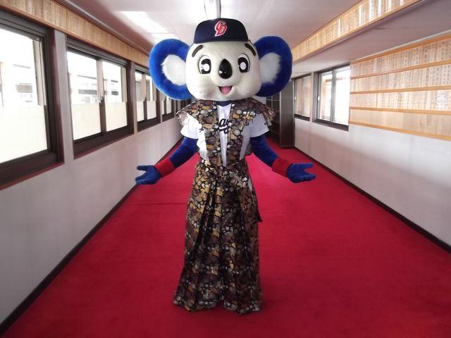 ドアラ 公式ブログ 犬山成田山 画像1 ドアラ 野球 マスコット 球団
