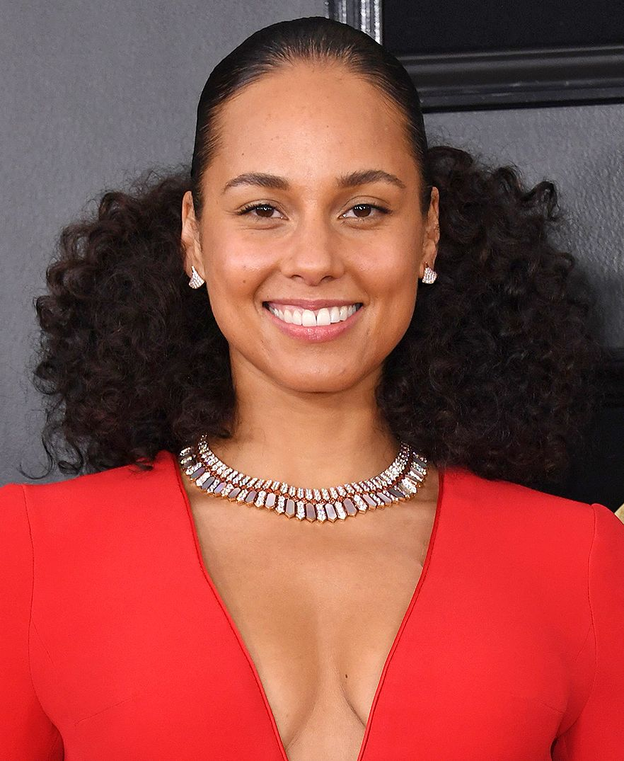 Alicia Keys' Entire No-Makeup Makeup Grammys Look Cost Under $80 — Here's How to Shop It | Alicia keys hairstyles, Alicia keys braids, Cool hairstyles