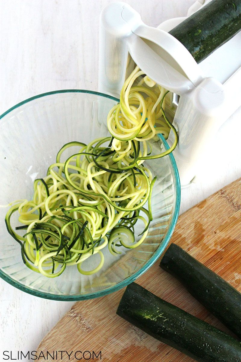 How to Make Zucchini Noodles | This low-carb pasta alternative is sure can make family dinner not only fun, but delicious. Bring on the zoodles! | slimsanity.com