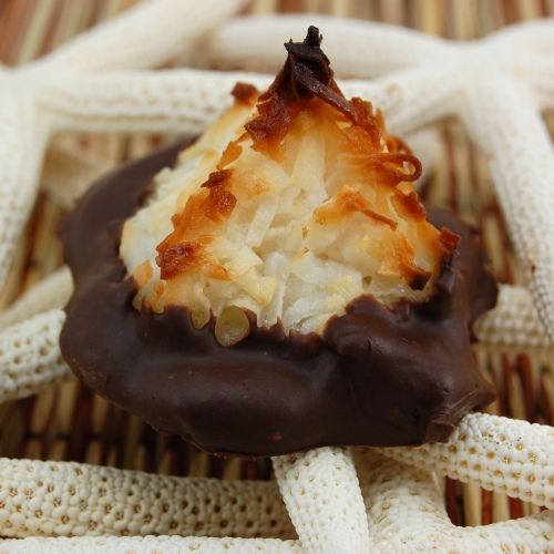 Chocolate Dipped Coconut Macaroons Recipes Almond Macaroons