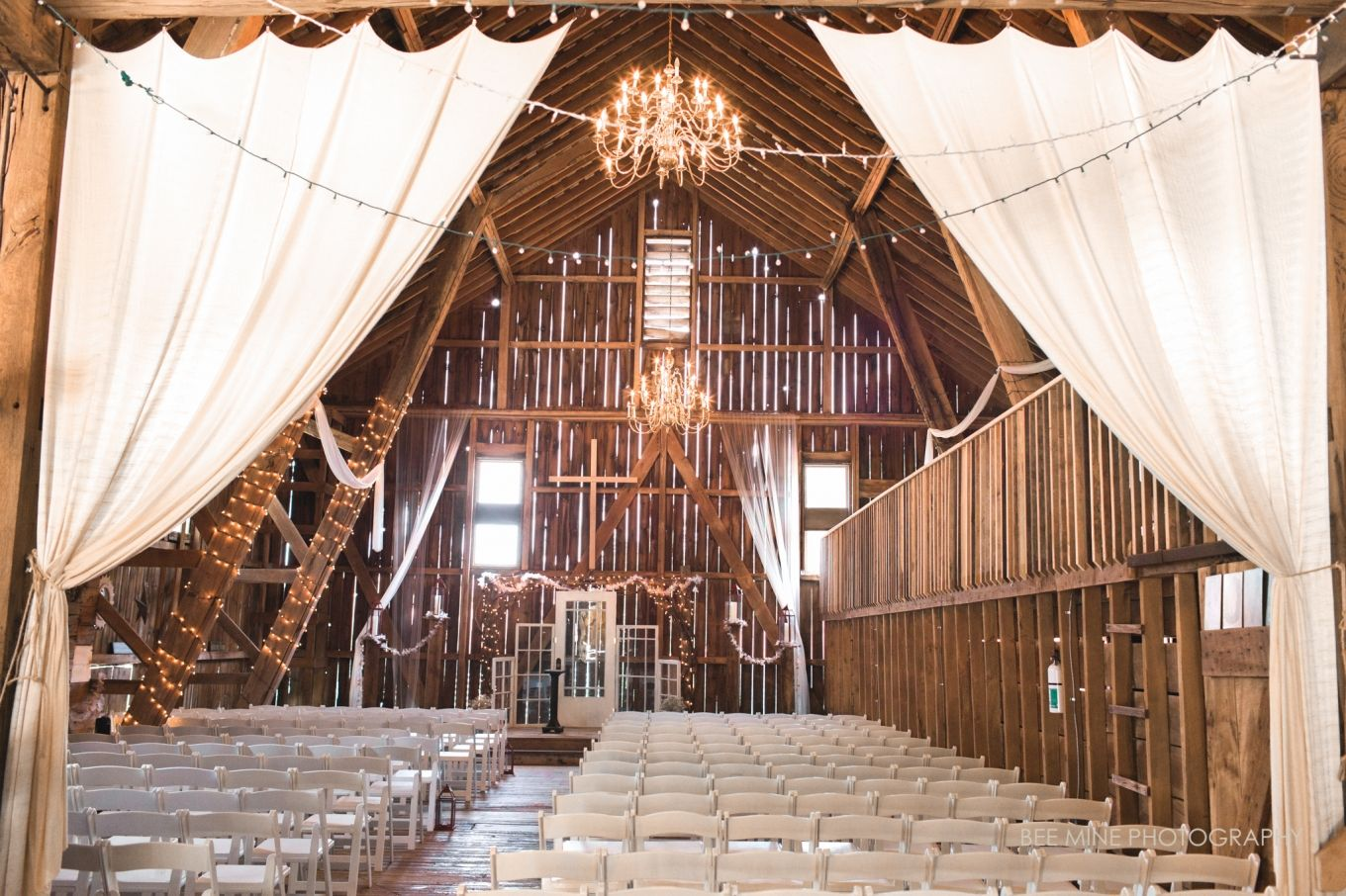 Bee Mine Photography Cleveland Canton Ohio Wedding Photographer The Barn At Meadows Rustic Venue