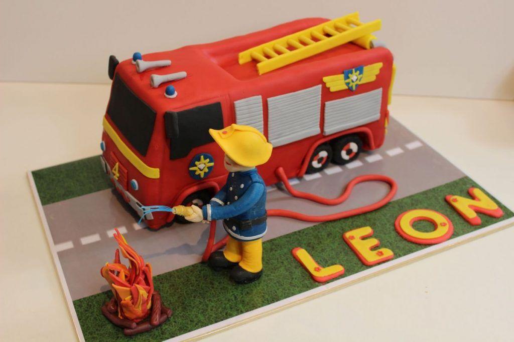 Feuerwehrauto Sam Torte Mit Kinderschokoladen Ganache In 2020 Feuerwehrauto Kuchen Geburtstagstorte Kinder
