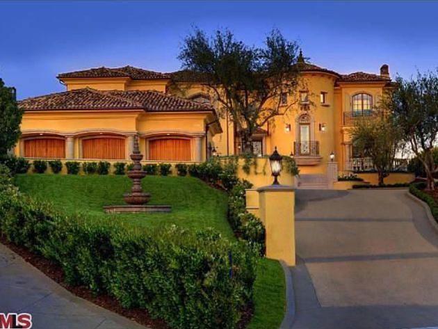 Take A Peek In Kanyewest And Kimkardashian S Love Nest Http Www Frontdoor Com Photos Tour K Kardashian Home Luxury Real Estate Marketing