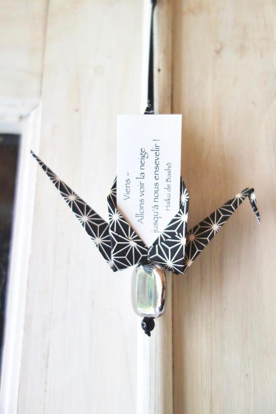 Photo of Porte-bonheur origami, grue en papier japonais washi noir et blanc, oiseau avec carte à message personnalisé, idée cadeau Japon zen, asanoha