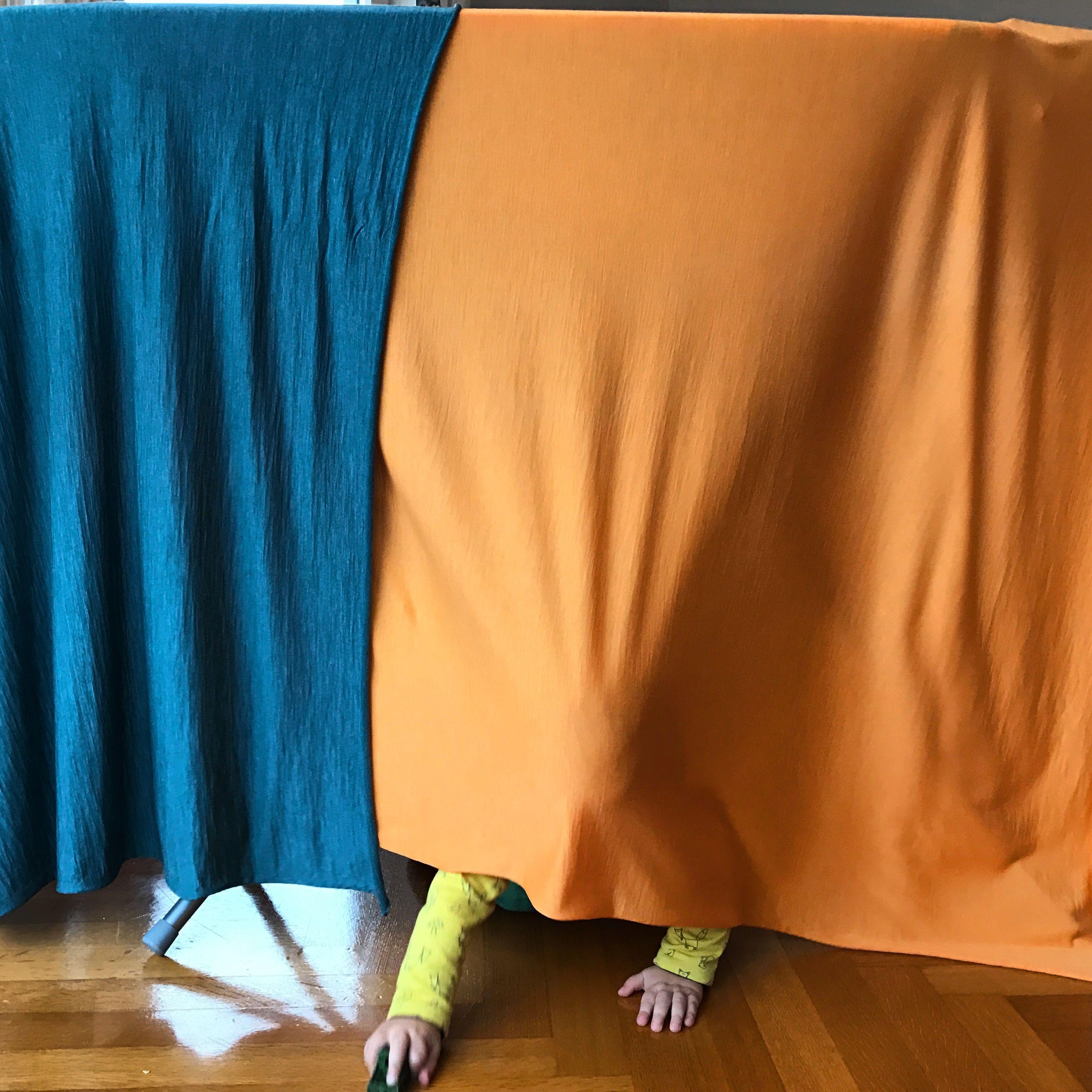 Tatatatataaaa ! Unglaubliche Stoff-Qualität - einzigarter Blend von extrafeiner Merinowolle & Tencel - 100% Natur & bio -- ein Traum von einem Stoff. Mit dieser Entwicklung starten wir Glückskind #petrol #orange #merino #wool #tencel #bio #wollbody #baby #fashion #Saturday #startup #happy #excited