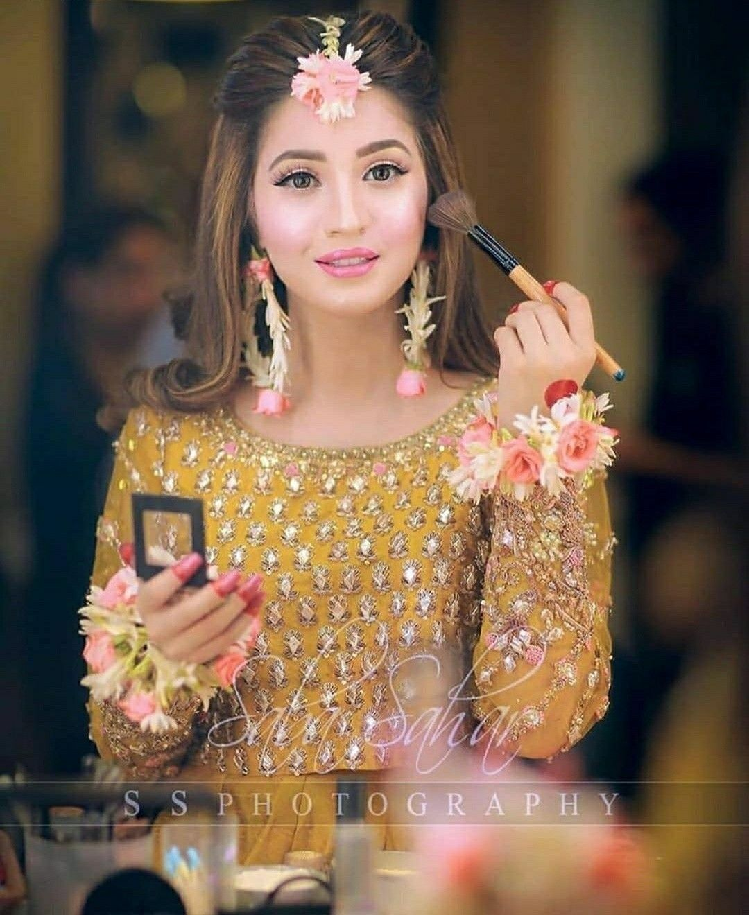 Pin By Farii Says On Beautiful Bridals In 2020 Bridal Hairstyle Indian Wedding Pakistani Wedding Hairstyles Bridal Mehndi Dresses