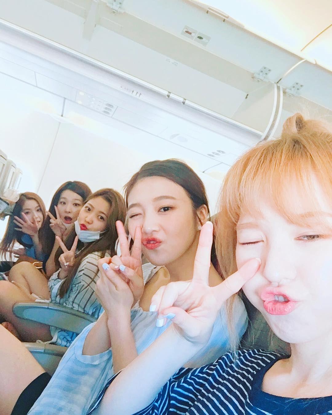 192.4 тыс. отметок «Нравится», 2,849 комментариев — Red Velvet Official Instagram (@redvelvet.smtown) в Instagram: «이제 한국가용~ 맨 앞에 있는 우리 머리 안커요ㅎㅎ💙💚 앞에 있어서그래요ㅎㅎ #레드벨벳 #조이»