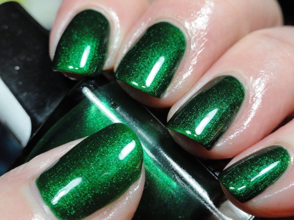 Motives Nail Lacquer | Manicuras y Verde