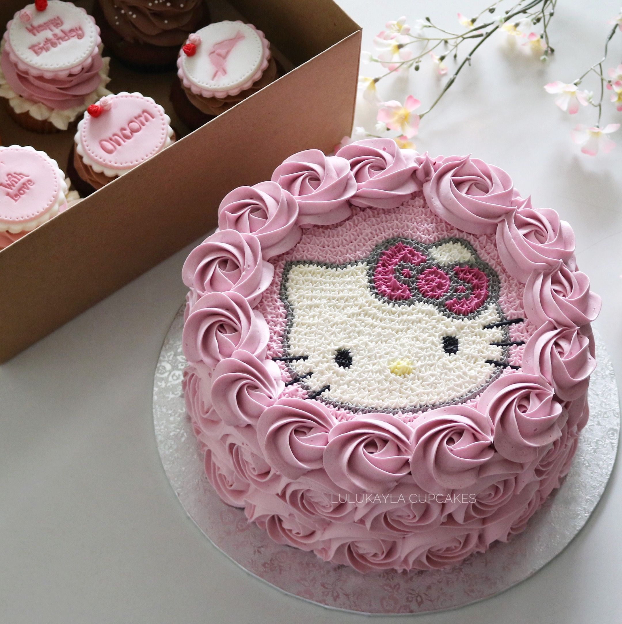 Hellokitty Cake I Want To Try Hello Kitty As A Buttercream Transfer