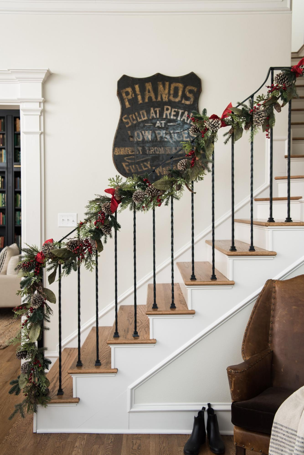 42++ Hanging garland on staircase trends