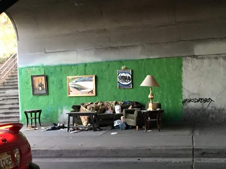 A Homeless Man S Home In Downtown Los Angeles Homeless Man Funny Pictures Funny Photos