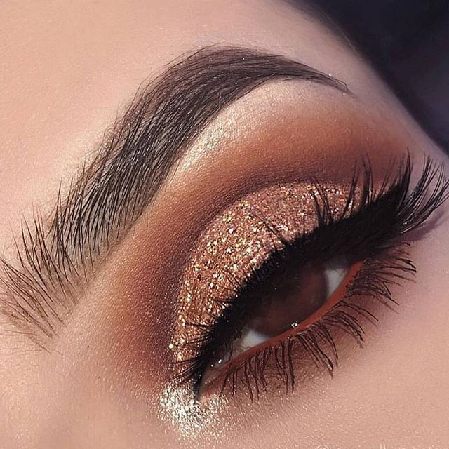 Glam glitter eyeshadow