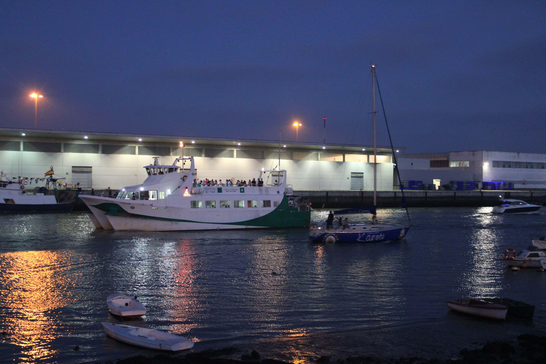 catamarán rumbo a El Puerto durante las pasada festificad de la Virgen del Carmen