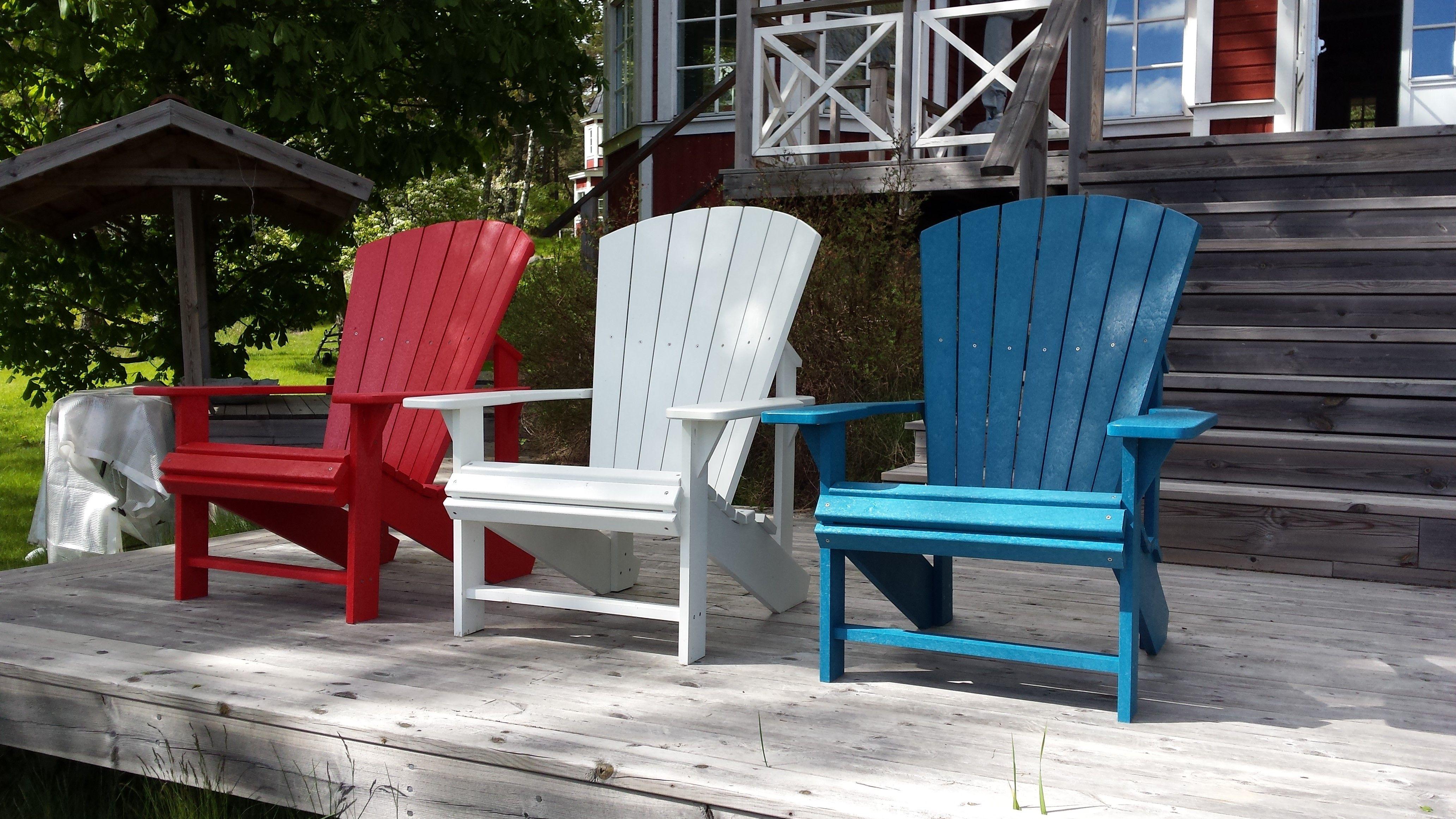 Underhållsfria utemöbler med 10 års garanti från Canada Finns hos Caraff. #trädgårdsmöbler #viivilla  #adirondackiplast #återvunnenplast #adirondack #adirondackstol #trädgårdsmöbler #sommar #uteliv #utemöbler