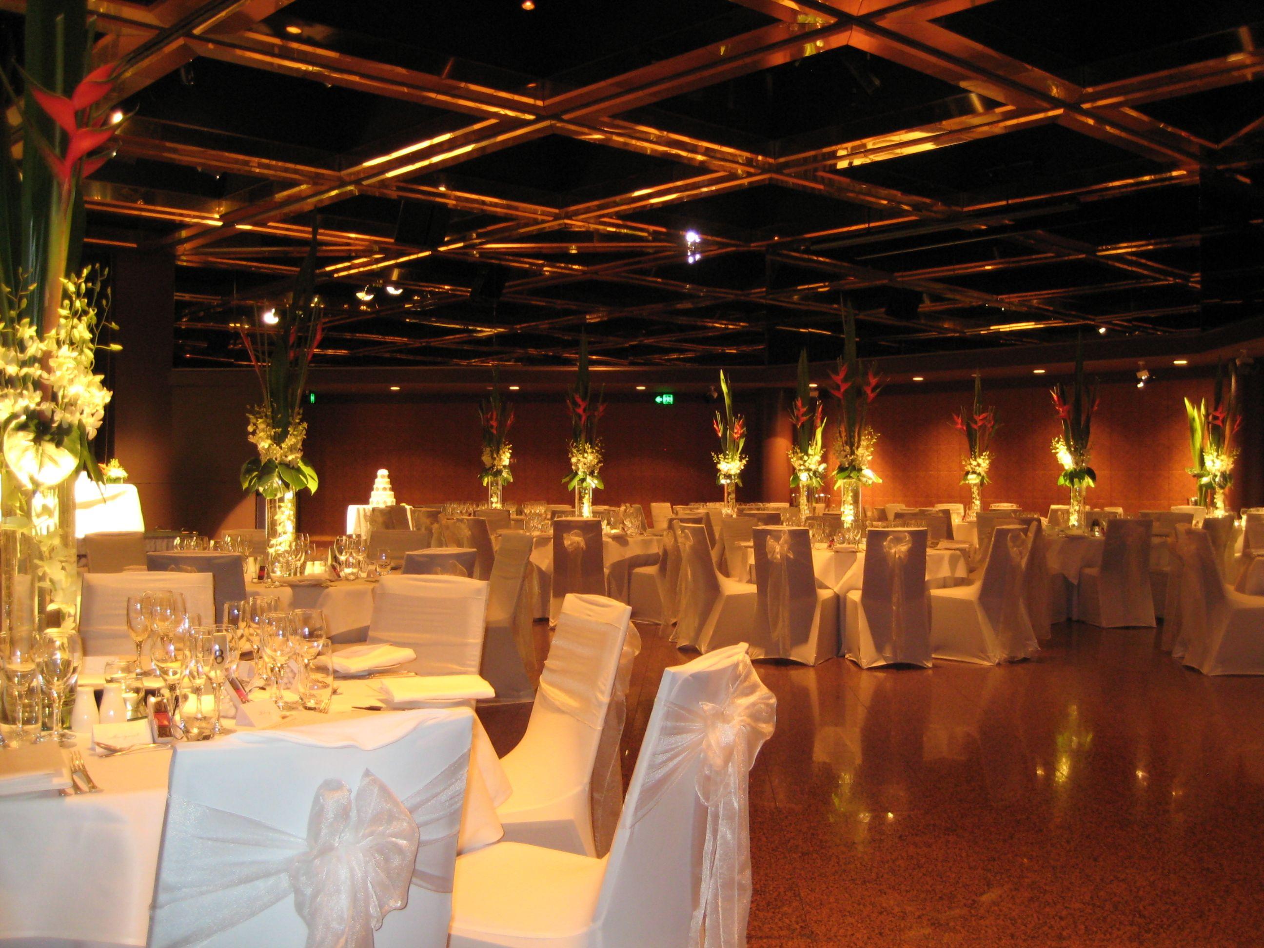 Intercontinental adelaide ballroom tropical centrepiece wedding intercontinental adelaide ballroom tropical centrepiece junglespirit Images